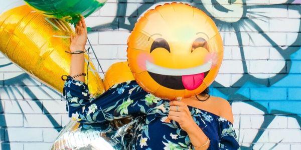 Happy-Play-Balloon-Face-Lady